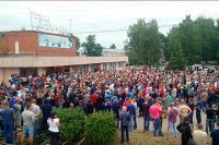 Народный сход в Чемодановке после массовой драки.