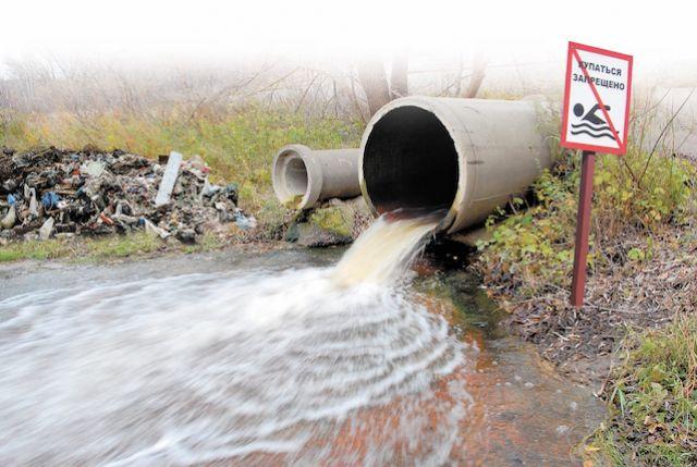 Сточные воды содержат около 30 видов опасных веществ: фенолы, метанол, формальдегиды, алюминий, свинец, кадмий.