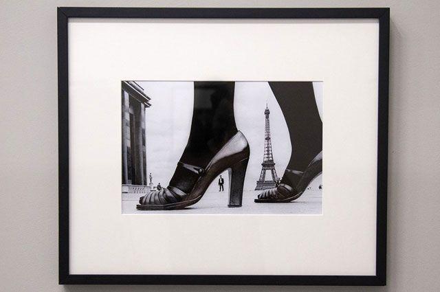 Рекламная съемка, туфелька и Эйфелева башня. Париж, Франция (1974).