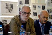 Игорь Владимирович Лысов представляет Астраханский драматический театр на пресс-конференции в Омске.