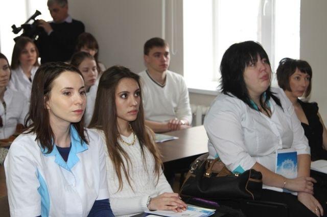 Медицинские специальности в вузах пользуются популярностью, но при этом в больницах республики зачастую не хватает врачей.