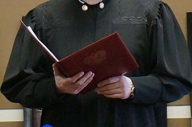 Суд признал его виновным в уклонении от службы в армии и назначил наказание в виде штрафа.