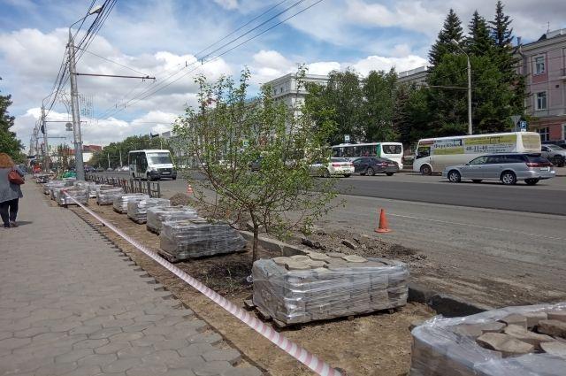 Ремонт дорог - это не только покрытие асфальтом, но и бордюры, и ливнёвки.