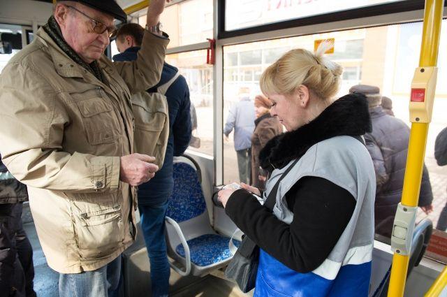 В Новосибирске кондукторы часто высаживают горожан из транспорта