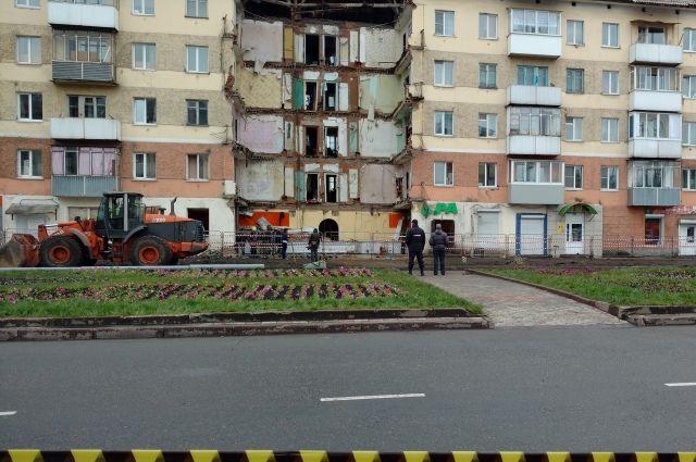 В результате инцидента погибли два человека, трое жителей дома были госпитализированы.