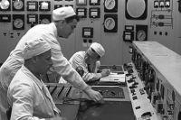 У пульта управления реактором Обнинской атомной электростанции.