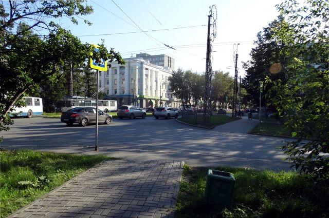 Главная улица Грибоедова екатеринбургского микрорайона Химмаш.