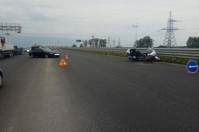 В Гурьевском районе на «Северном обходе» столкнулись автомобиль и мотоцикл