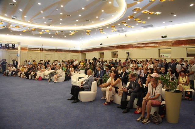 В Светлогорске открылся международный форум янтарной отрасли