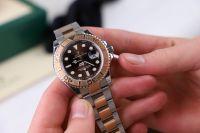 Деньги за часы мужчина не получил.