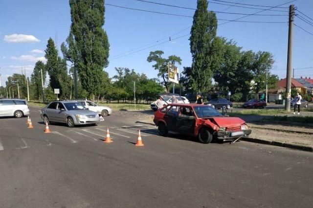 В Николаеве на полном ходу столкнулись две машины: пострадал ребенок