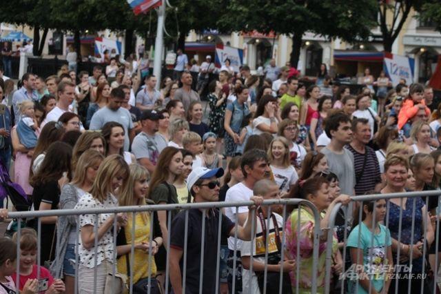 Новосибирцев ожидают концерты и несколько салютов, цветочный фестиваль-шествие, силовой экстрим, мотошоу и дрифт, выставка тюнингованных авто.