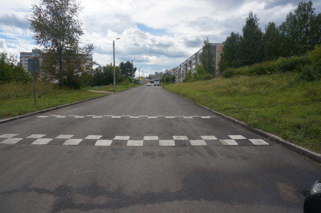 Жители требуют установить на трассе лежачего полицейского или светофор.