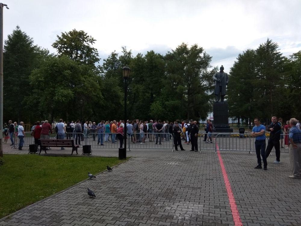 Предполагаемое количество участников на пикете - 200 человек.