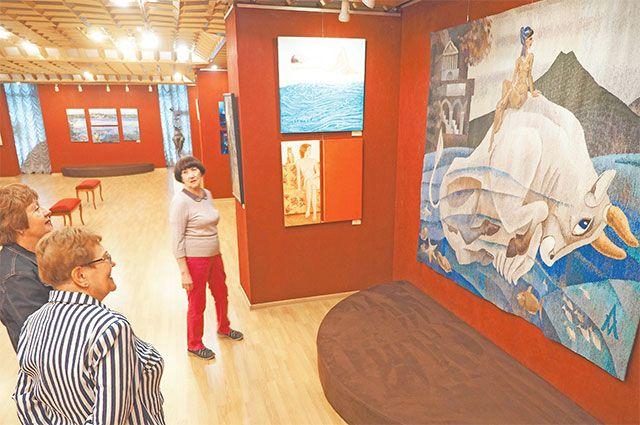 Выставка «Июньский год» сейчас проходит в галерее. Развитие иподдержка культурных проектов– часть концепции программы «Мой район».