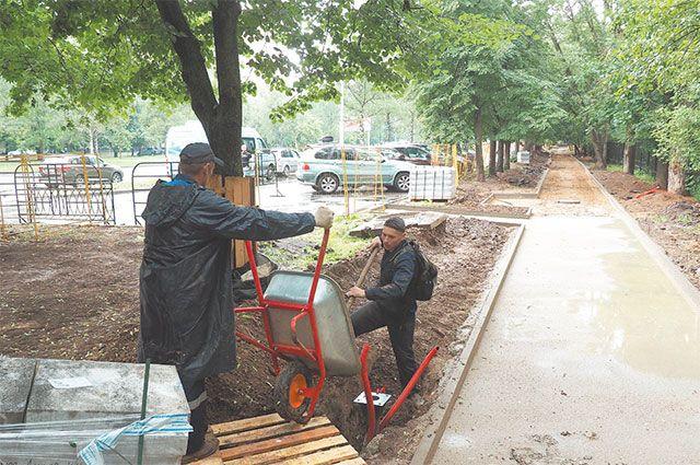 Работы поблагоустройству сквера по улице Свободы недалеко  от входа впарк «Северное Тушино».