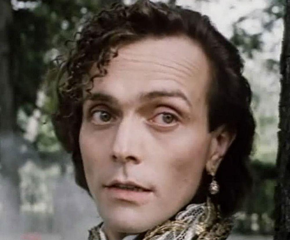 Андрей Харитонов в роли Императора в фильме «Мне скучно, бес», 1993 год.