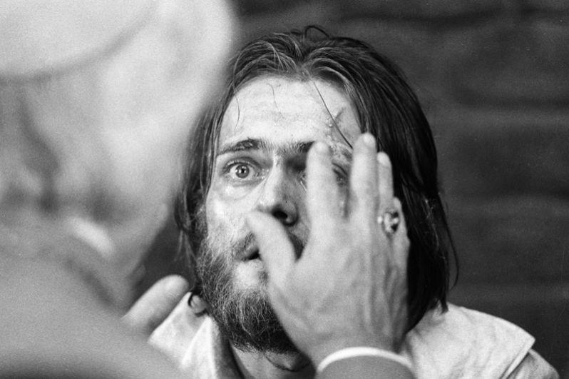 Андрей Харитонов в сцене из фильма «Овод», 1979 год.