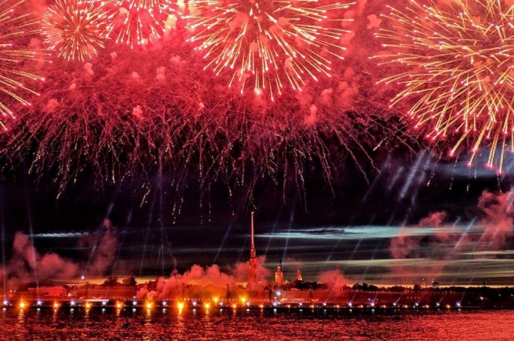 «Алые паруса» пришли посмотреть миллионы человек.