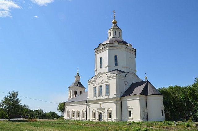 Ратная церковь - один из памятников старины в Старочеркасской.