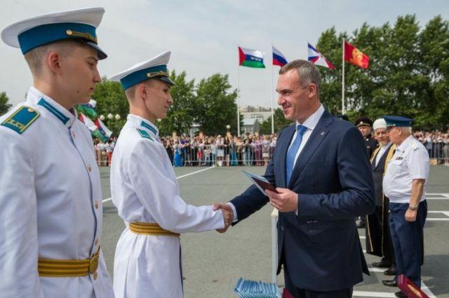 Тюменским кадетам вручили аттестаты
