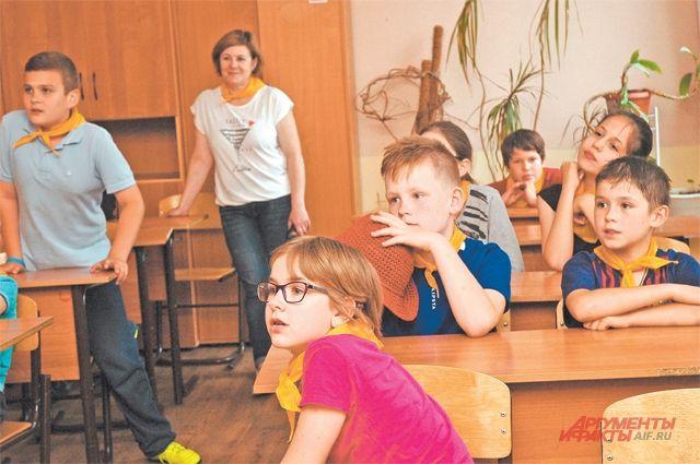 Дети с интересом участвуют в музыкальной викторине.