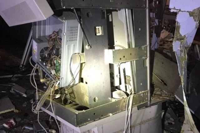 В Харькове вместе с магазином взорвали банкомат.