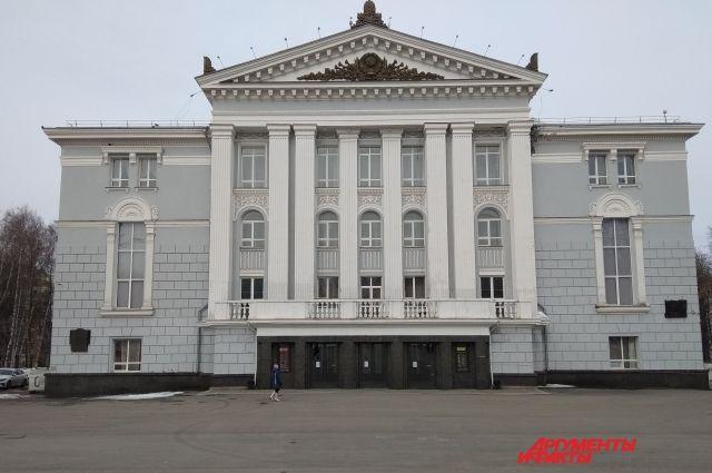 Власти обещают построить новое здание несмотря на отъезд Теодора Курентзиса.