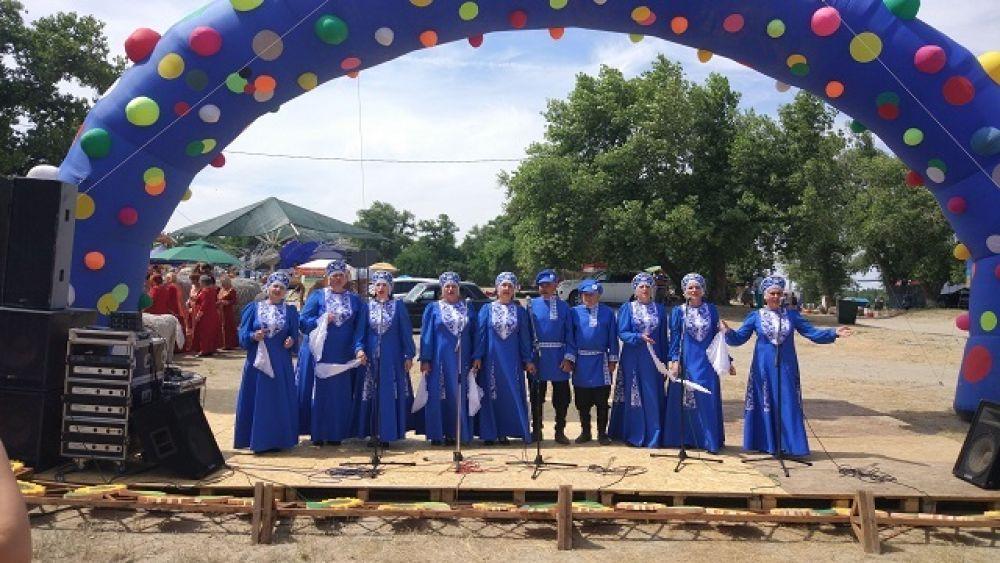 На берег Дона съехались около 400 поклонников бардовой песни из России и зарубежья.
