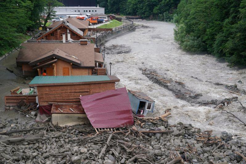 Постройки спа-комплекса ESPAS, пострадавшие после схода селевых потоков в Сочи.
