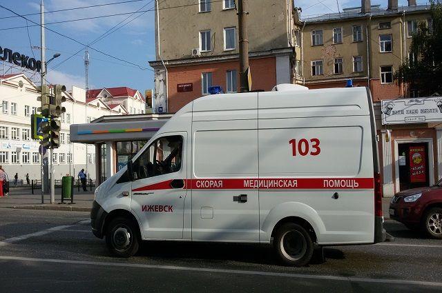 Сотрудники ГИБДД устанавливают, по чьей вине произошла авария.