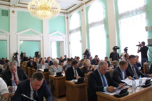 Депутаты внимательно отнеслись к докладу мэра.