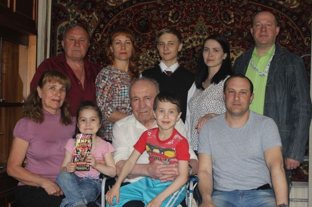 Общий стаж семьи Вечкуткиных в АНХК – более 175 лет!