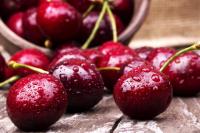 В Минздраве советуют украинцам в летнее время есть больше ягод, в частности, шелковицы, которая нормализует липидный профиль крови и уменьшает вероятность развития атеросклероза.