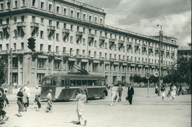 Предприятий бытового обслуживания населения для такого крупного города, как Челябинск, было явно недостаточно.