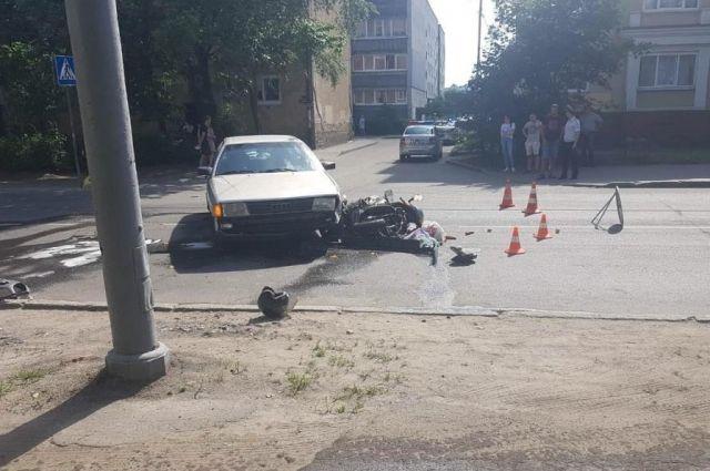 62–летний водитель скутера пострадал в ДТП на ул. Дзержинского