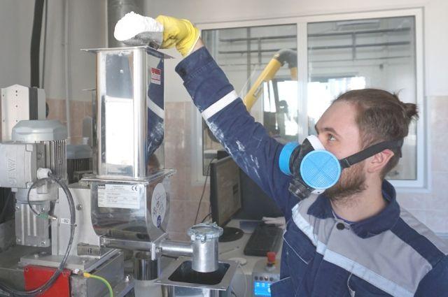 На одном из инновационных производств региона - АО «Каустик» - заработала новая специализированная лаборатория по оценке технологичности материалов. На её оснащение предприятием было потрачено более 5 миллионов рублей.