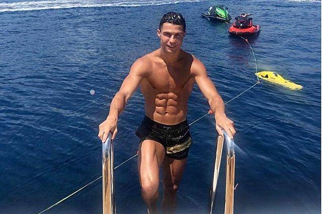 Гены, диета, особый режим тренировок, сон по науке... Когда в прошлом году Роналду переходил в «Ювентус», то медкомиссия пришла к выводу, что ряд физических показателей португальца соответствуют уровню 20-летнего игрока.