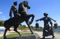 Памятник Григорию и Аксинье в станице Вёшенской.