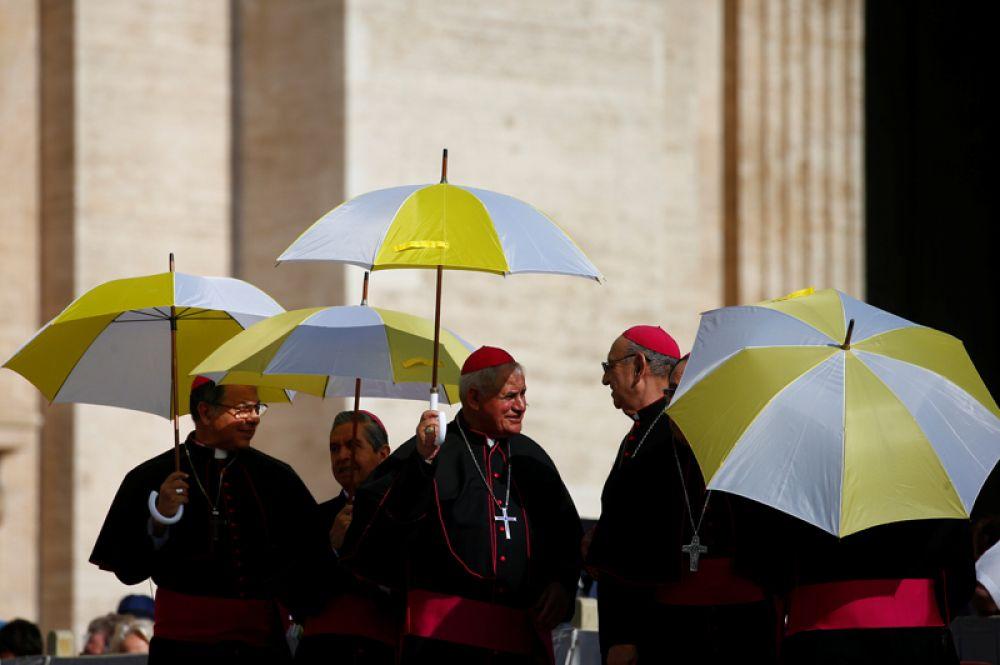 На площади Святого Петра в Ватикане.