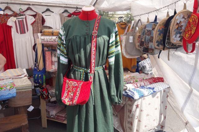 Такое платье можно купить у мастеров.