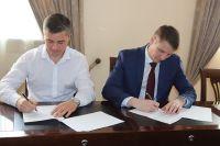 Соглашение подписывают директор Ростовского филиала компании Сергей Мордасов и глава городской администрации Андрей Ковалев.