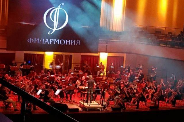 Омский симфонический был в джинсах.