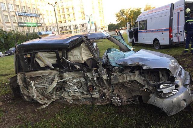 Помимо водителя в машине находился его 17-летний друг и ещё две 16-летние девочки.