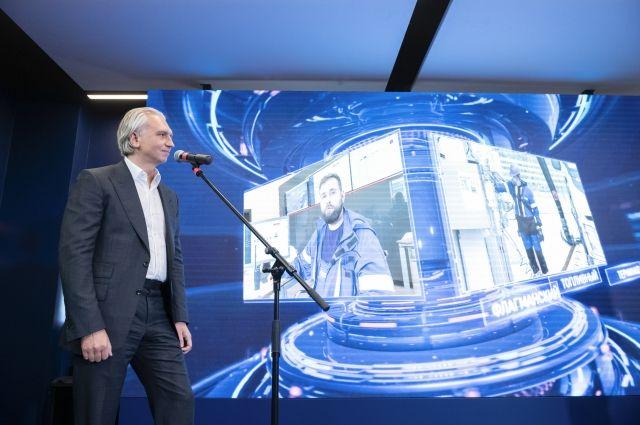 Председатель правления ПАО «Газпром нефть» Александр Дюков дал старт работе терминала «Гладкое».