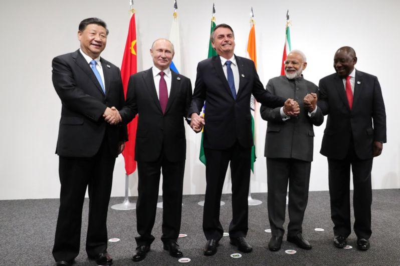 Президент Китая Си Цзиньпин, президент России Владимир Путин, президент Бразилии Жаир Болсонару, премьер-министр Индии Нарендра Моди и президент Южной Африки Сирил Рамафоса.