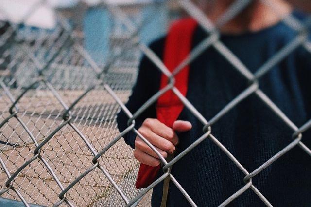 Следователи охарактеризовали преступление как умышленное причинение тяжкого вреда здоровью, опасного для жизни человека, совершённое группой лиц.