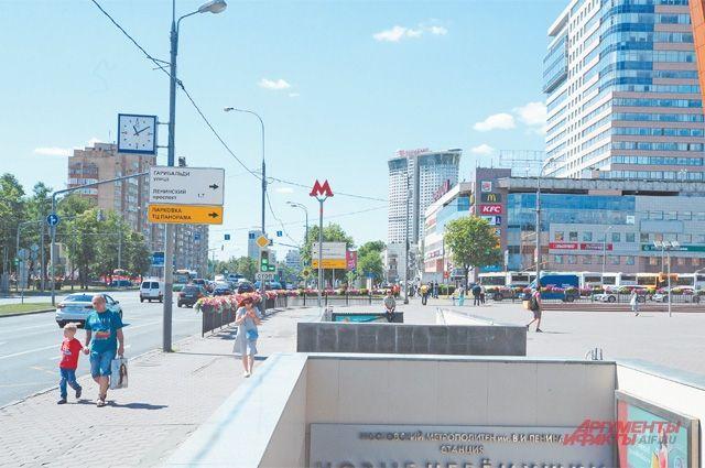 У станции метро «Новые Черёмушки».