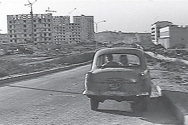 Севастопольский проспект со строящимися домами в фильме «Зелёный огонёк» (1964 год), снятом на киностудии «Мосфильм».