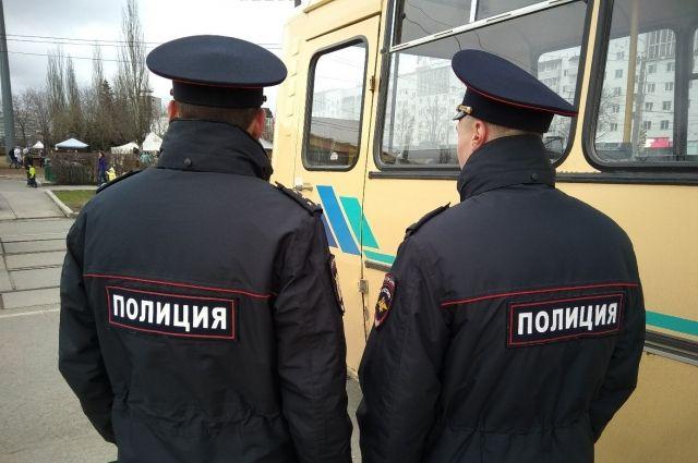 Мужчины представили сотрудниками уголовного розыска полиции.